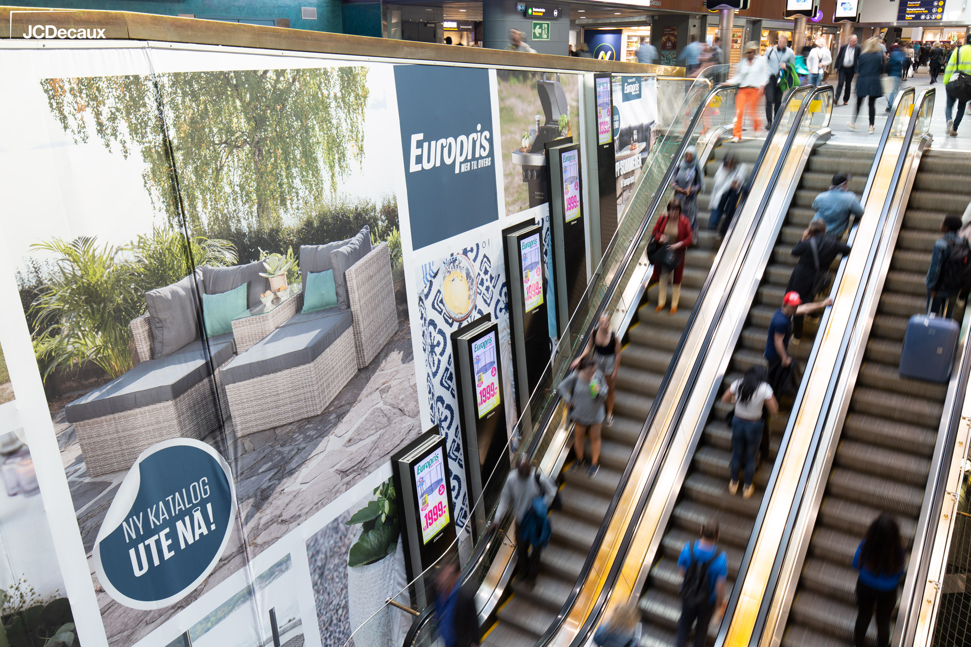 Europris-Escalator-Impact-Oslo-S-JCDecaux(5)